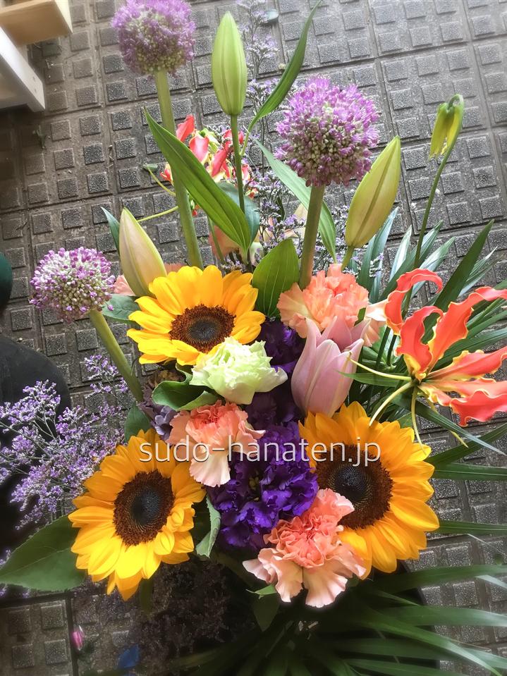 お客様からご注文頂いたお部屋用の花瓶のお花